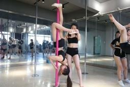 西安钢管舞培训,为什么女人喜欢跳钢管舞
